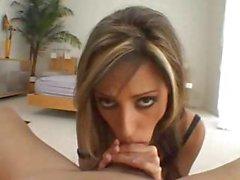 Lela Starr é uma bela estrela pornô que recebe-lo bem nesta sessão dupla