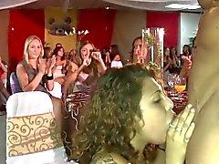 Freches europäischen Partygängerinnen gerne Stripperinnen