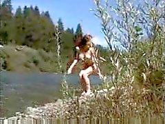 redhead naughty scendere via fluviale stile di voyeur di micro bikini mini