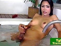 Фотографий грудастая ледибой рывков член в ванна