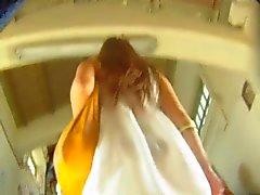 upskirt witte jurk