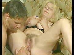 GILF bionda con i grandi Titties -