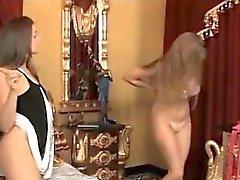 Méchants fessée Lesbienne Strapon