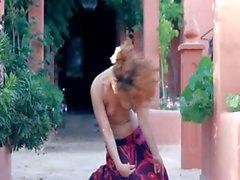 Desnudarse Teenie Exotic y baile