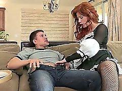 Sıcak redhead maid horoz ihtiyacı