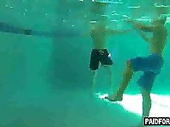 Hetero Amatööriluokassa kimpale imemistä kullia veden alla