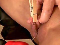 Onun BÜYÜK klitoris Toturing !