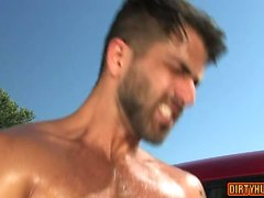 Muscle gay analsex med ansikts cum