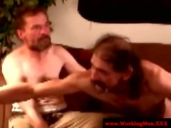 Прямой Курение зрелым игры Redneck медведи дрочить совместно
