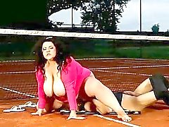Tennis teacher gets hig face smothered right at the court