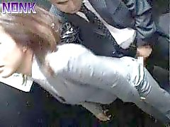 Borracho Business Woman sacando rápidamente Ascensor Maniac