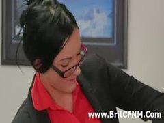 CFNM bir adam ofisi kötü İngilizler kız çocuklarının kaldırılır