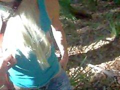 Blond verprügelt Im Holz