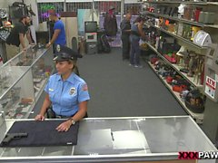 Police officer railed by nasty pawn guy