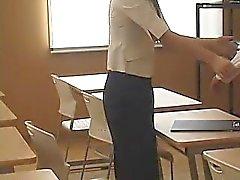 Opiskelija tarpeisiin parempia arvosanoja sekä antaa hänen opettaja sormella hänelle