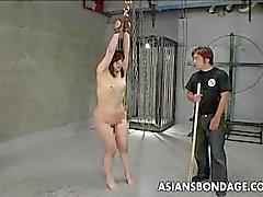 Aasian slut menossa arse hakkasi sekä hänen kiljuntaa