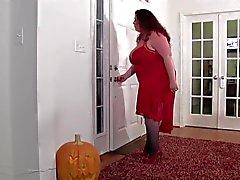 Mãe figurada cheio casa invadida