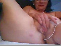 Ältere Dame masturbiert