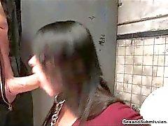 Smutsigt badrum cumshot