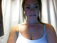 busty pleasing herself by webcam