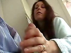 İngiliz Karısı Şehvetli masturbasyon verir ve koca için Suck !