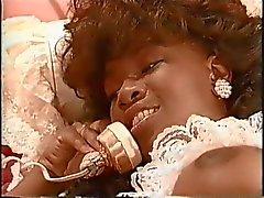 Afrikansk tappning porrstjärnan Sade påsatt av två vita