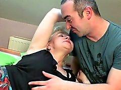 Putzen Sie die Last an Oma