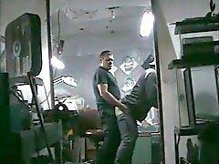 Ofis saatlerinde Owner Swallows Cum alışveriş yapın