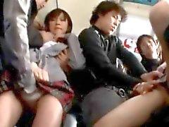 Colegialas abusado por Pervs en un autobús!