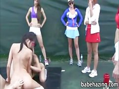 Donne nude eseguono e leccare fighe alla campi da tennis