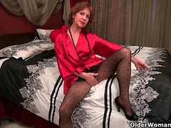 American milf Katrina plays with herself
