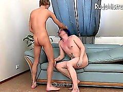 Babe dominante scopa uomini Bisessuale