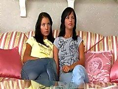 Twee meisjes vinden een vibrator .