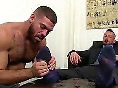 Boy Eşcinsel Seks Ayak idolizing bir ayak masajı ile başlar