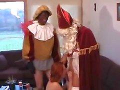 Sint en Porno Piet stoppen een stout meisje vol.