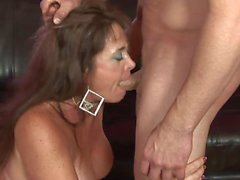 Curvy cougar loves getting her cunt licked by younger stud