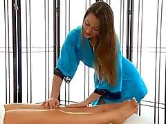 De lesbianas de masaje final feliz
