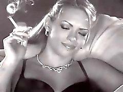 Sexy Woman Tupakointi