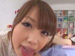 Entzückender Seductive asiatischen Mädchens Bangen