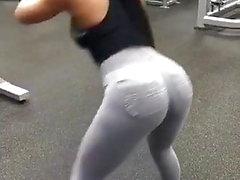 Sara paki Schlampe zeigt ihren Arsch