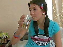 Schüchternes Asian Teen wird bohrt