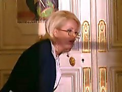 El médico anal del folla a lady con medias