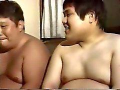 Le papa gay asiatique potelé