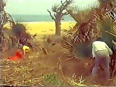 Wit meisje op Afrikaanse strand vintage