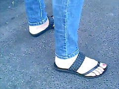 candid feet in sandals with active toes CAM06409,10 HD