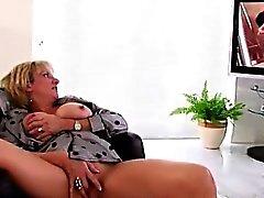 Lady Sonia masturbates with toy