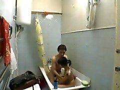 Adolescenti a bagno in