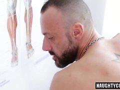 Yüz ile büyük dick doktor anal seks