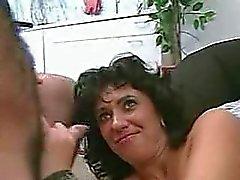 Wie is zij ?