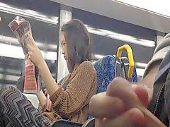 Flash de Fille de d'Asie bord du train